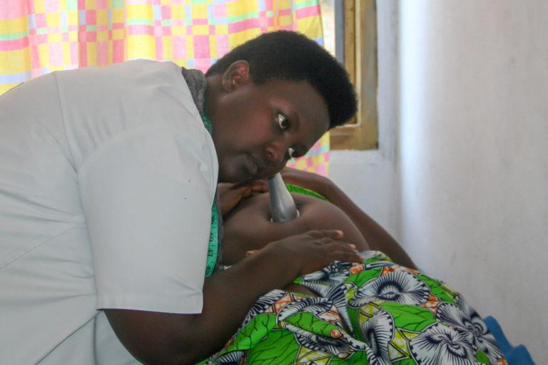 Werdende Mutter wird untersucht
